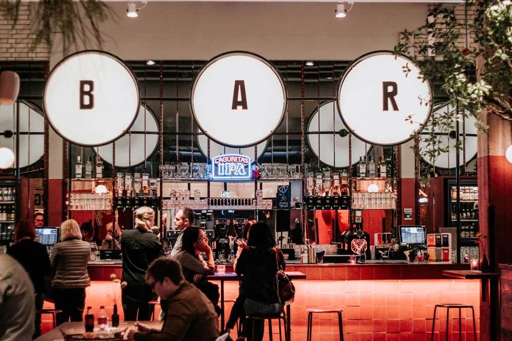 Foodhallen en cloud kitchens: nieuwe eetgewoonten in de veranderende stad